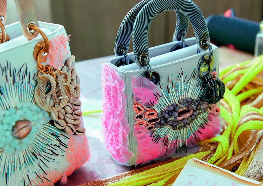 """Dior推出""""Dior Lady Art""""藝術合作項目,邀請自世界各地的當代藝術家,重新打造1995年面世的Dior Lady手袋。"""
