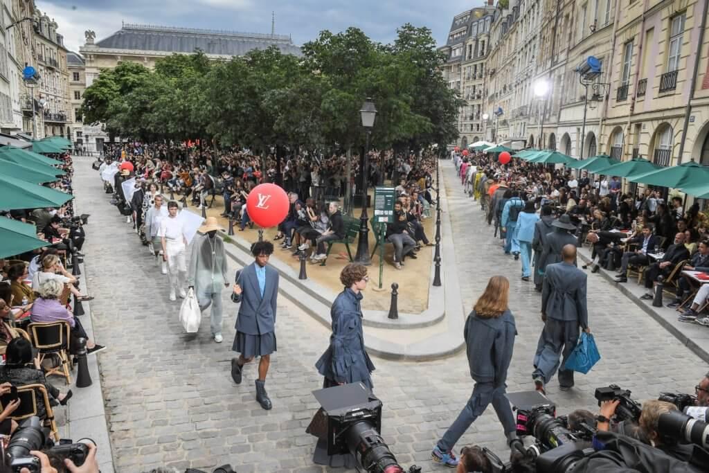 設計師Virgil Abloh 為Louis Vuitton 設計的男裝系列,在社交媒體一直獲得廣泛關注和熱烈討論。