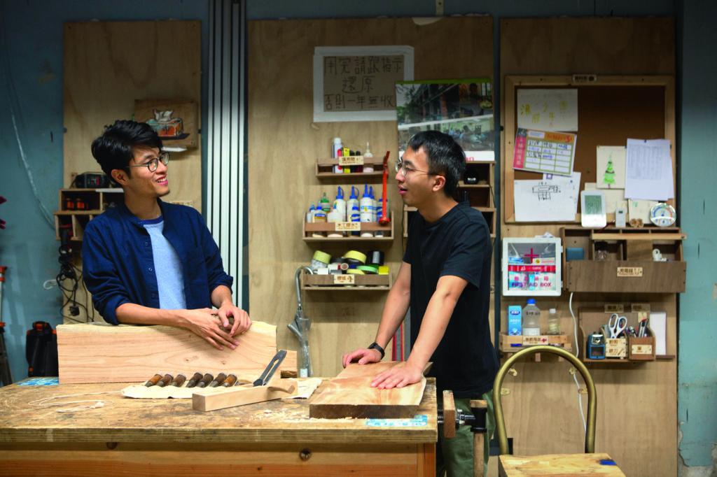Jack(左)和Ken會帶領年輕學員在蒲窩的makerspace製作排檔的凳子