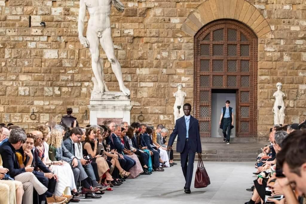 宣佈回歸米蘭男裝周的品牌Salvatore Ferragamo,曾在本年六月曾在Pitti Uomo,發表其2020春夏男裝系列。