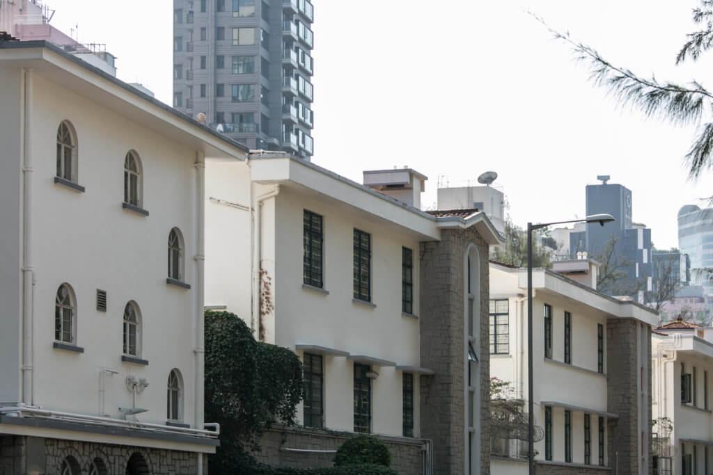 加多利山被稱為香港的「小白城」,是Bauhaus建築的集中地。