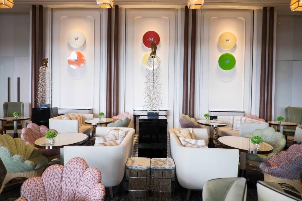 季裕棠充分運用絨布、織 布、竹籐等,為空間編製出 優雅而現代的氛圍。