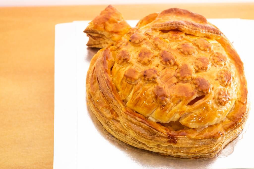 蘋果型蘋果批 由葛西清逸親手製作,使用弘前出 產的紅玉蘋果, 加糖調味, 再設 計出蘋果型態, 是菓子店獨有的。(¥3,030)