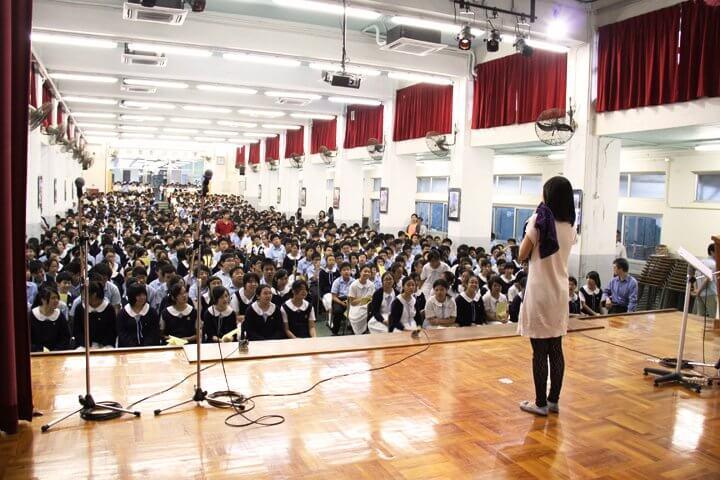 Zoe曾多間學校分享自己的經歷,讓學生明白生命何等奇妙尊貴。