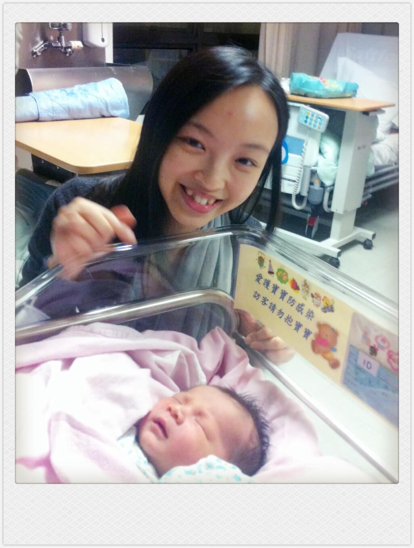 Zoe到醫院探訪剛出生的嬰兒,從死亡邊緣挽回來的生命。