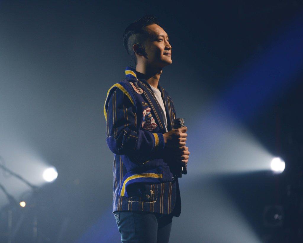 Kay曾為林一峰改造衣服,把他十年之間在演唱會儲下的衣服變為新衣
