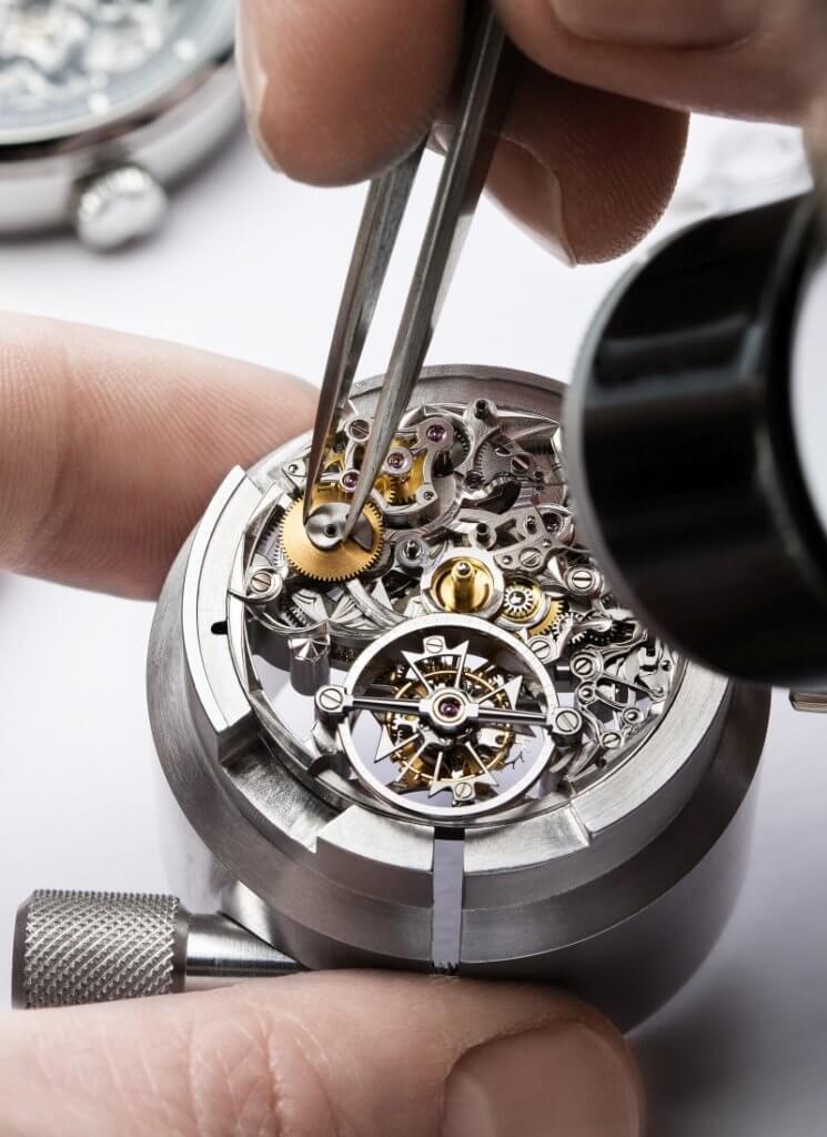 江詩丹頓「閣樓工匠 (cabinotiers)」部門匯集經驗最豐富的製錶大師,運用精湛工藝創造鐘錶傑作。