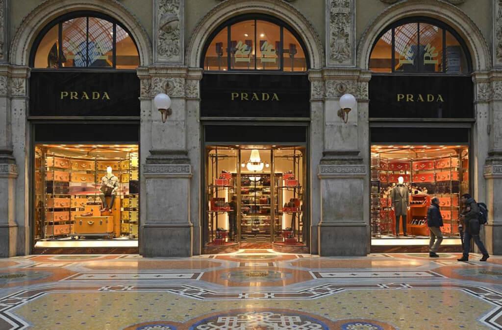 Prada為了捉緊千禧一族的市場,品牌亦不斷改革。