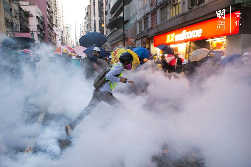 2668_tear-gas_tan190728%ef%bc%bf0412