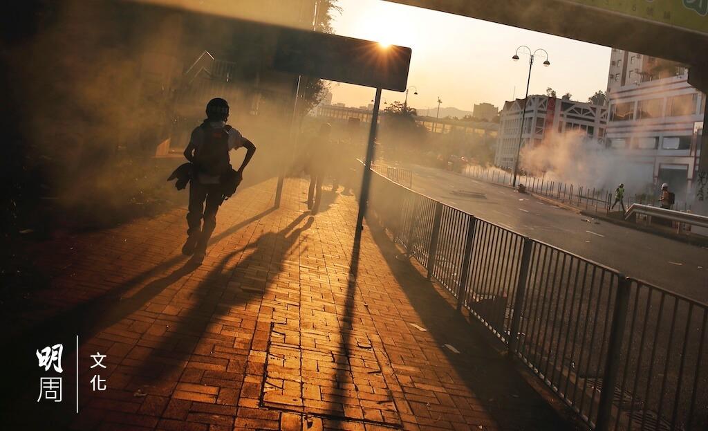 這半年,警方施放催淚彈的範圍已擴及民居、社區街道、老人院附近及室內環境。