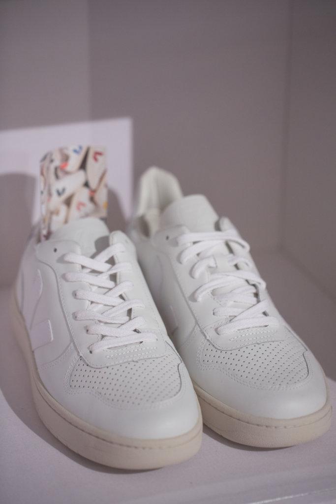 據Toby講解,法國品牌VEJA從亞馬遜森林的社區購買了195噸的野生橡膠來製造球鞋的鞋底,挽救了12萬公頃的森林