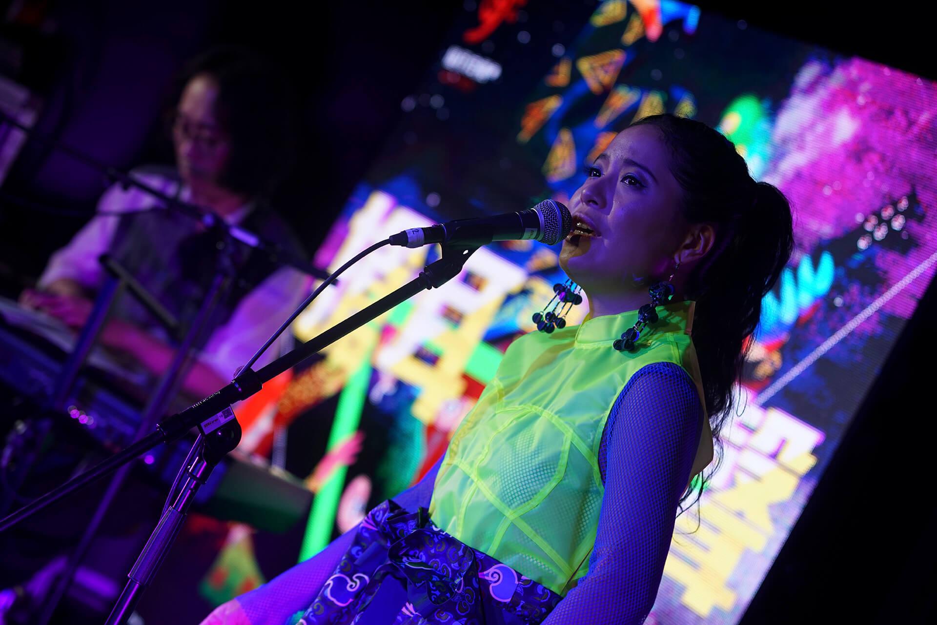 Clover Lei 是本地獨立音樂人,她笑說要專心做好音樂,難免會忘記要選一件美艷的表演服。
