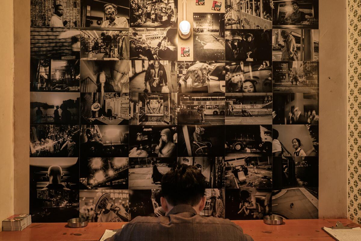 這次展覽其實是Ménos七月發佈的同人攝影集《Prologue: Hong Kong Street》的延伸。攝影集融合各個攝影師的作品共同編排,以黑白照片為主。