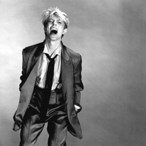 David Bowie同樣穿過Armani西裝示人