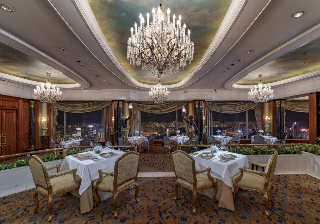高級法國菜餐廳Restaurant Petrus珀翠餐廳環境格調尊貴典雅。