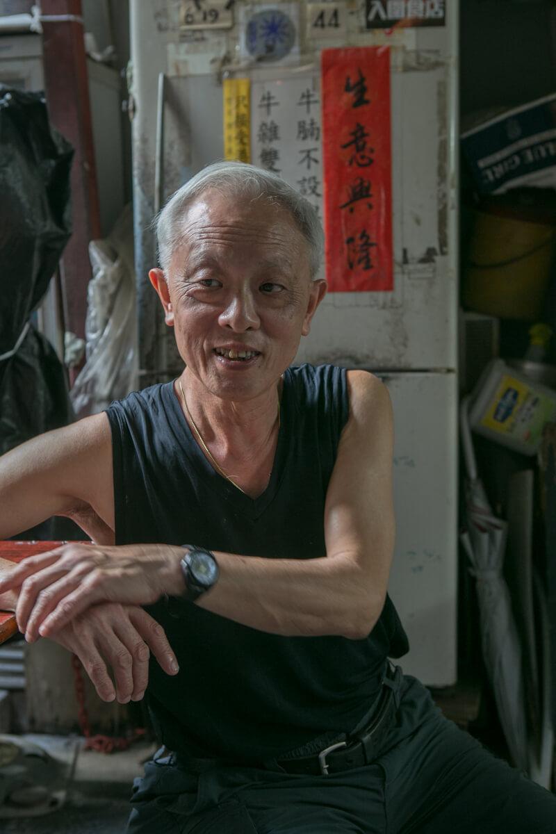麵檔水記東主永哥,年少時常送外賣上大館,也難忘曾借炭爐供警員打邊爐。