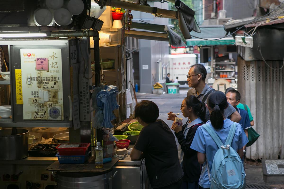 水記以賣新鮮牛雜牛腩聞名中環,當中最有名的是牛沙瓜麵。