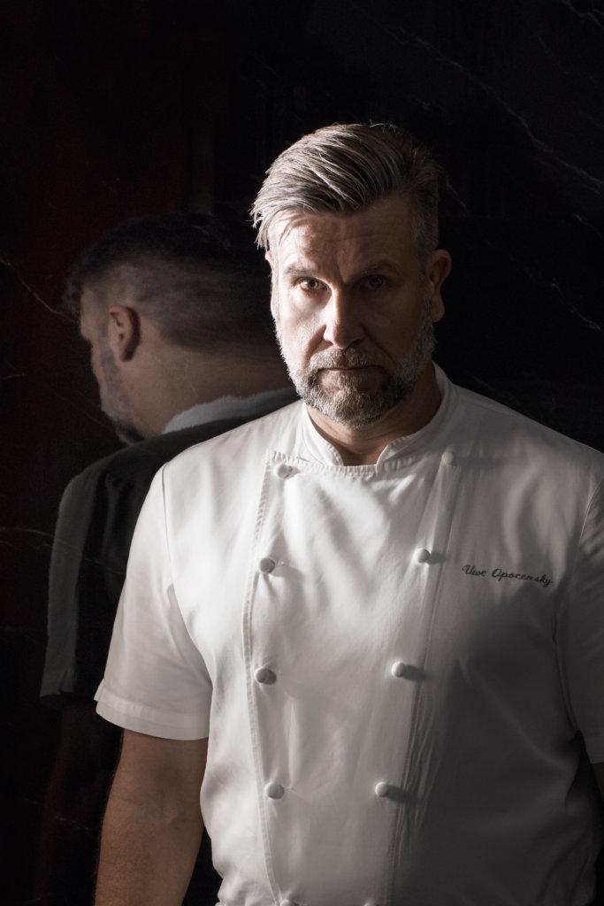 米芝蓮星級名廚 Uwe Opocensky在國際飲食界享負盛名,曾為英女王、查理斯王子,以及前美國總統克林頓等多位國家元首烹調美食。