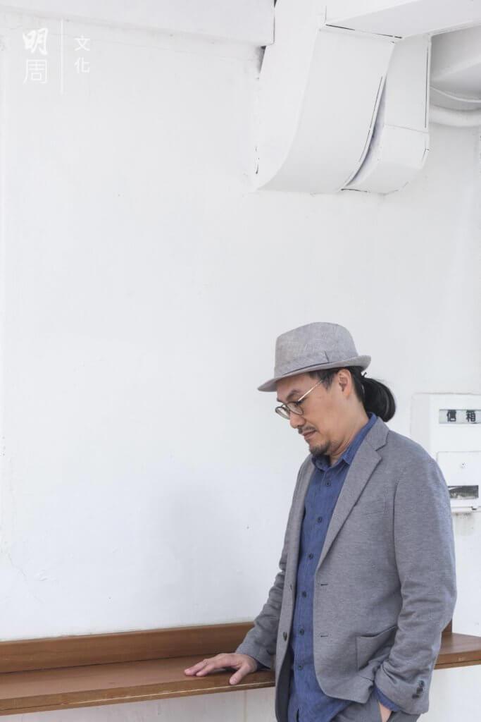 董啟章,香港小說家,香港大學比較文學系碩士,專事寫作,兼職教學。2014年獲選為香港書展「年度作家」。2019年以《愛妻》獲台北國際書展大獎「小說獎」。今年10月推出新作《命子》。