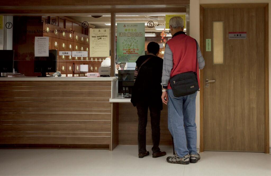 沙士康復者仍要承受後遺症帶來的身體煎熬,頻頻進出醫院。