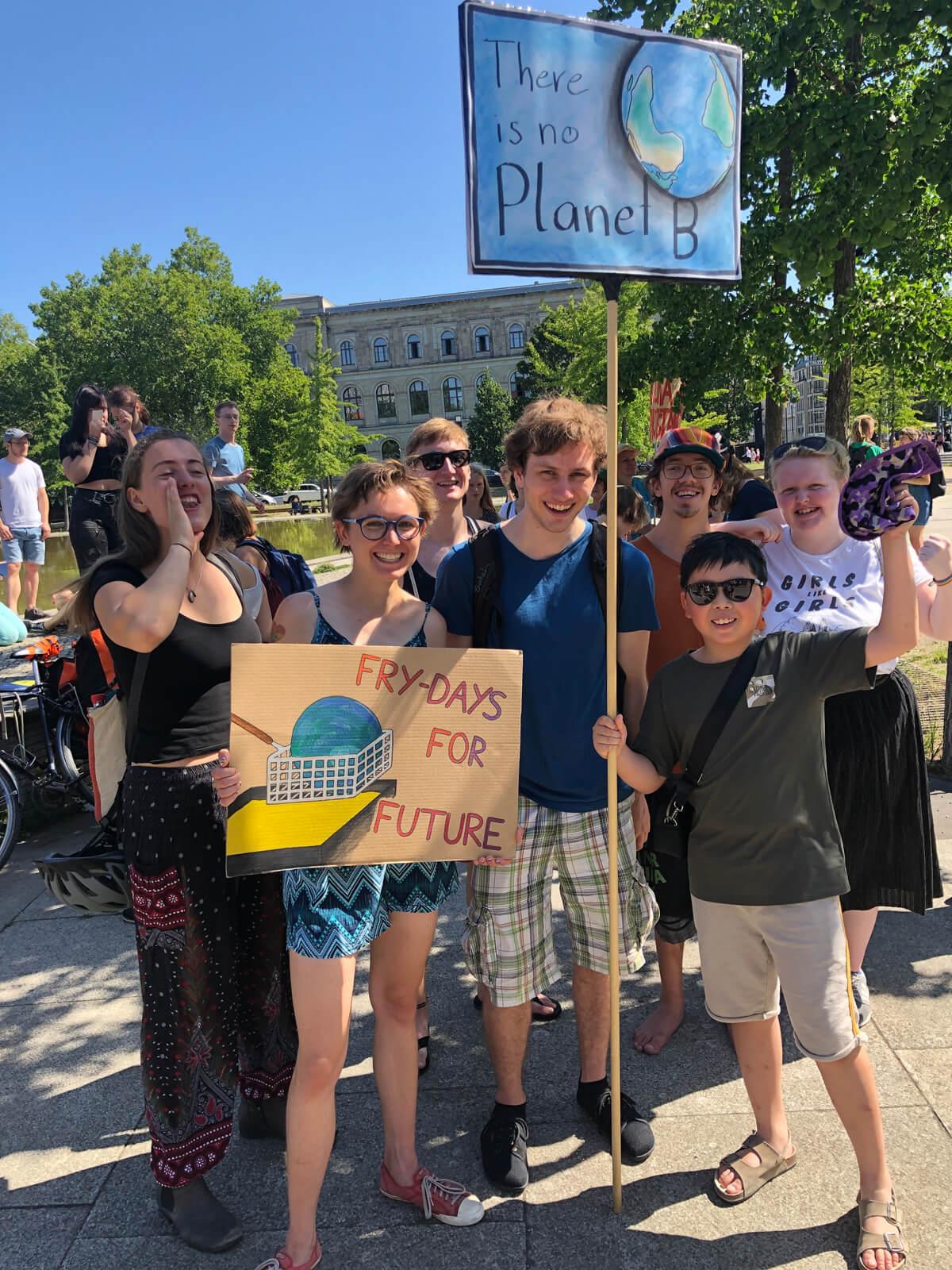 去年7月,他參與了德國柏林的氣候罷課活動,目睹當地人對爭取環保議題的熱心,令他的環保意識再大大提高,回港後更積極實踐環保行動。