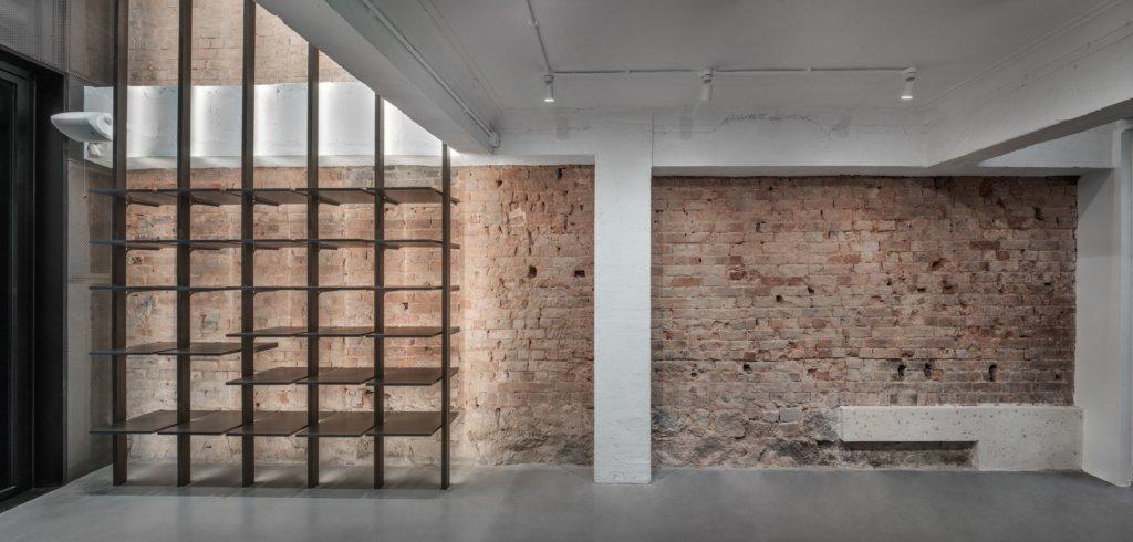 建築師活化時保留了唐樓原有的特色,如這面紅磚牆。
