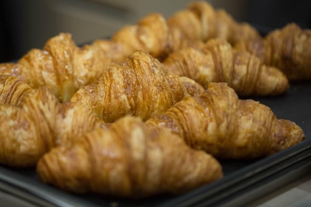 牛角包//在法國出生的Dominique把法國國民美食列入餐牌內。牛角包外層焙得金黃酥脆,而內裏呈蜂巢狀,口感軟熟。($28)