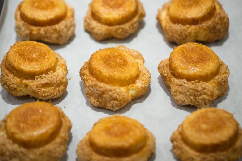 DKA//招牌的DKA外層是焙得焦糖化,一咬香脆酥化,而內裏鬆軟,牛油和焦糖香濃郁。 ($38)