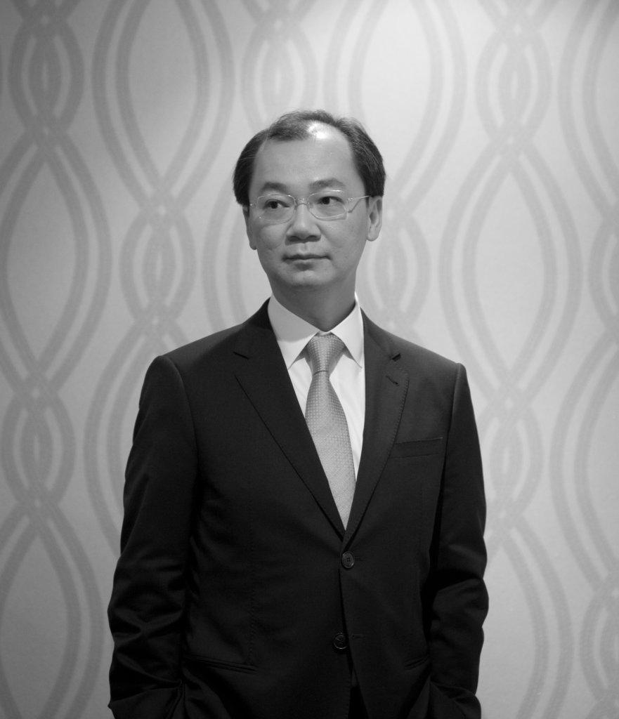 明:明報周刊 李:李德誠,私人執業精神科專科醫生、香港大學防止自殺 研究中心副總監。