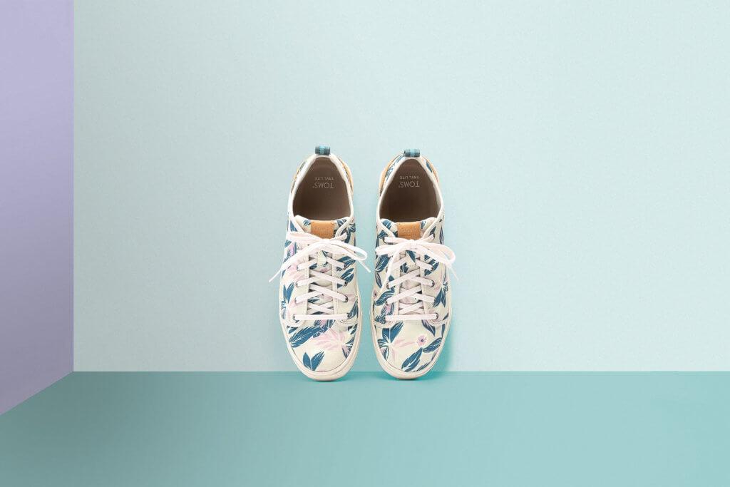 5d19d3592daf2f3bac38b1f3_toms-shoes-campaign-05