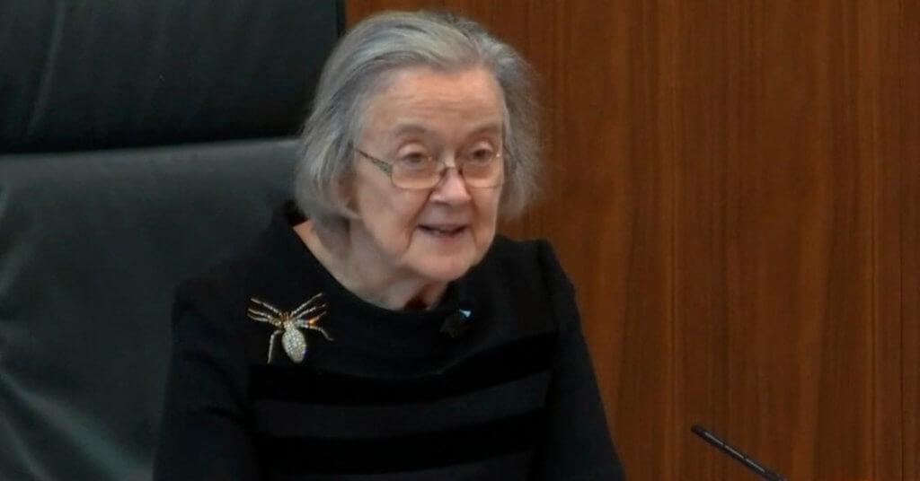 Lady Hale 在裁定英國首相約翰遜違法時,曾經佩戴這枚「蜘蛛胸針」,引起媒體和社交媒體的熱議。《紐約時報》甚至以「Spider Love: the brooch that ate Brexit」來做標題。