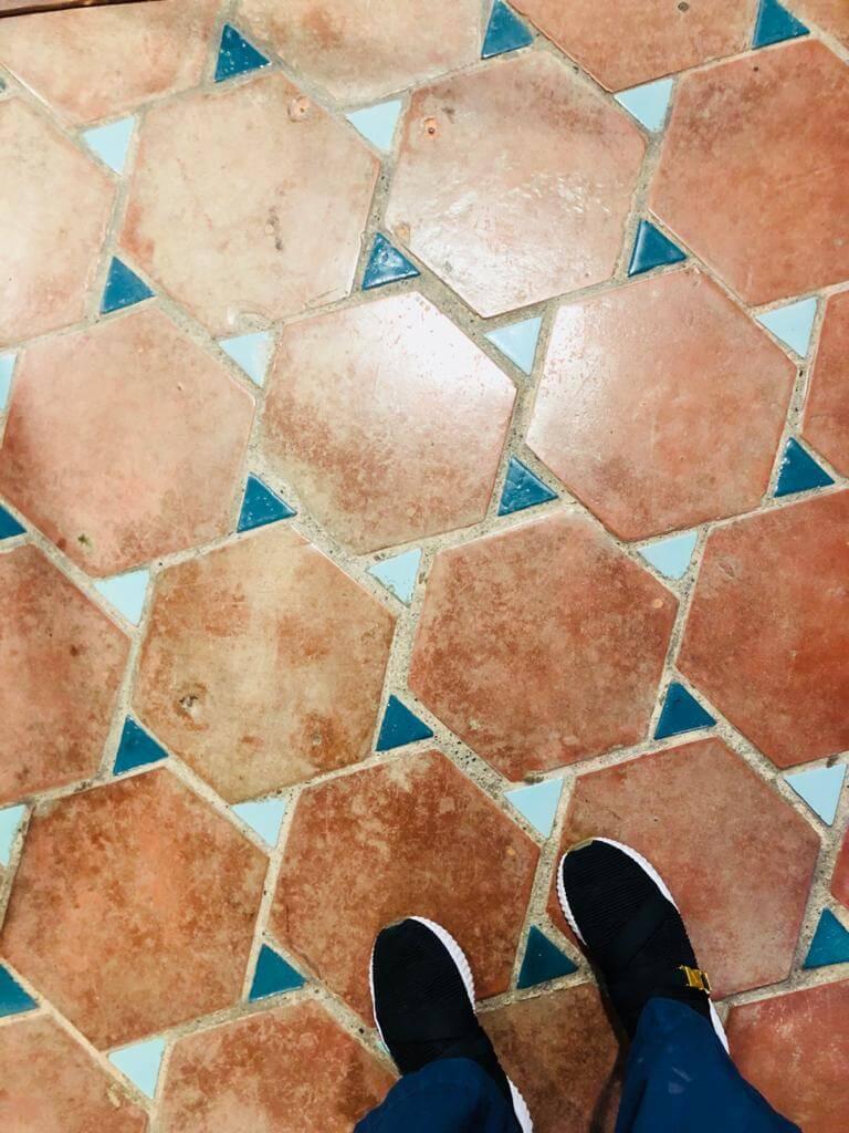 宜蘭縣政府的地磚。