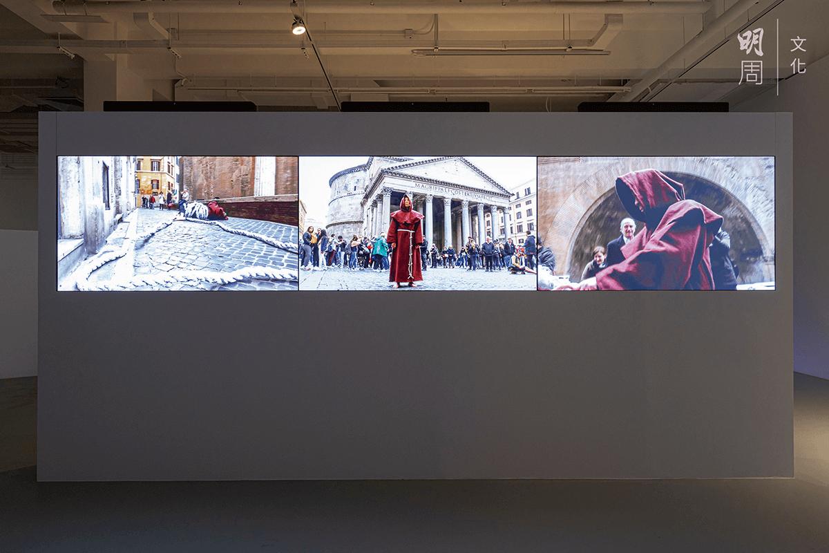新作《後面》(2019)在羅馬萬神殿上演,林用意大利文唸出中國憲法,用印有條文的紙繩纏繞身體,再請人用來拔河。