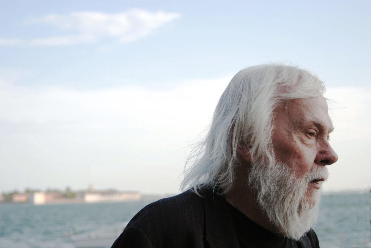 美國概念藝術教父John Baldessari日前逝世,終年八十八歲。