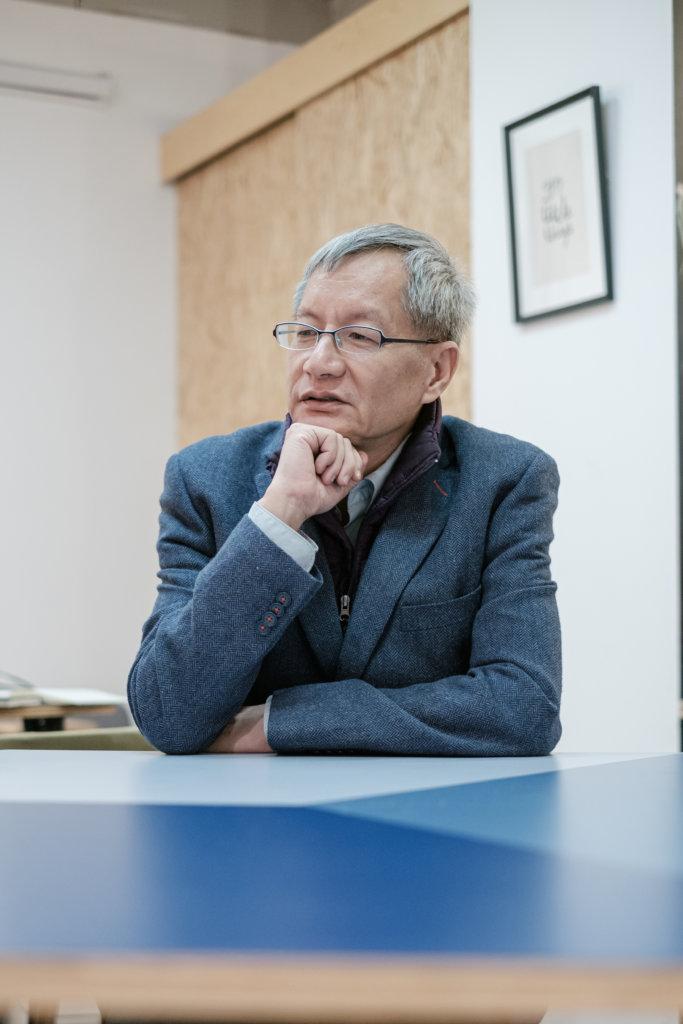 陳士齊於港大生物系畢業,後來卻因為信仰,轉去探討神學。