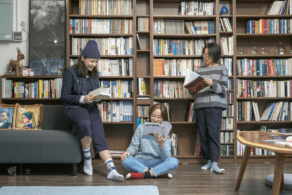 貳叄書房特有的青春氣息,來自三位年紀輕輕的主理人,左起:Joyce、Sherry和阿翹。