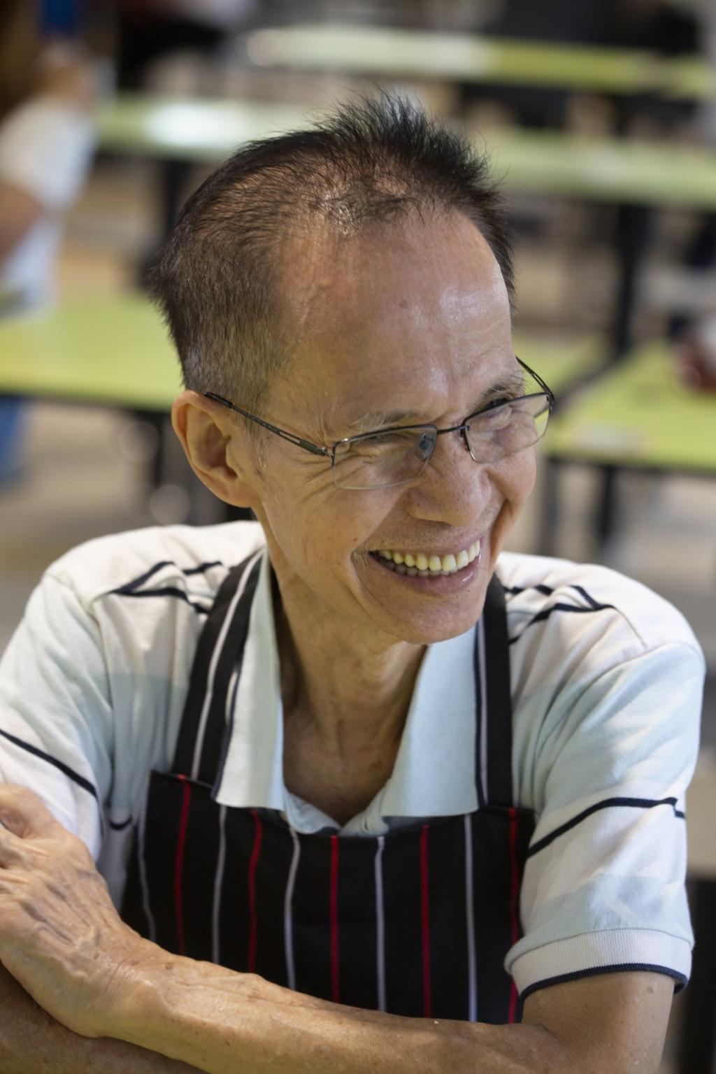 李遠同是李家長子。當年繼 承了父親的手藝,於是跟母親和弟 妹們一同在黃埔熟食中心開店。