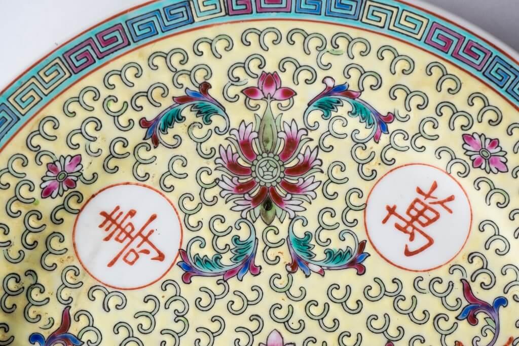 轉心蓮//由蓮花演變,為佛教的標誌;代表「淨土」,象徵純潔,寓意吉祥。