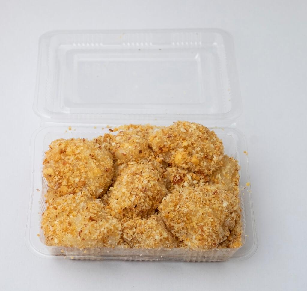 家鄉糯米糍 // 煙韌的糯米糰,沾滿一身花生芝麻椰絲,食材雖廉價,卻是不少人的美味回憶。($20/盒)
