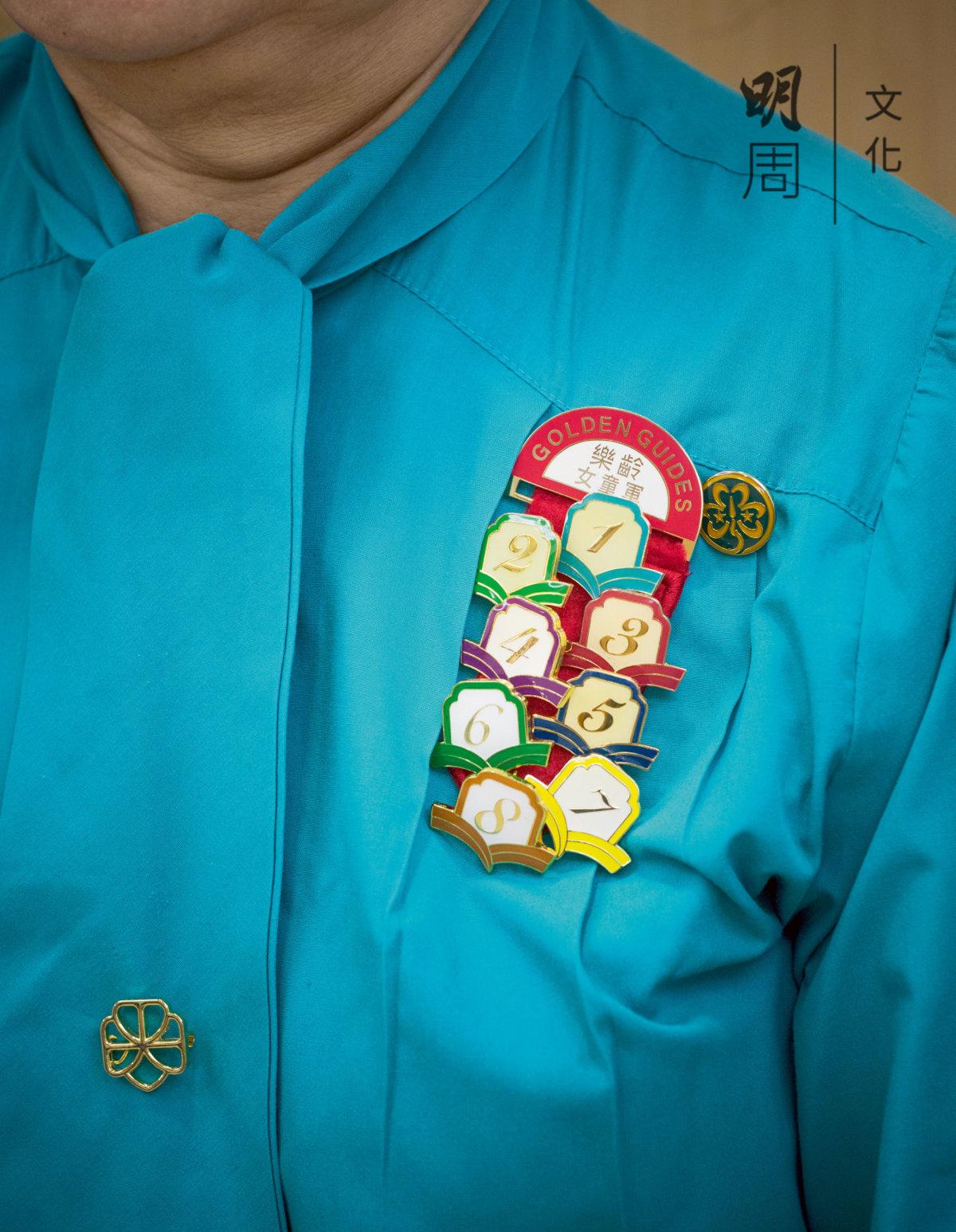 佩戴在制服上進度獎章,一年一枚,是婆婆們驕傲的印記。