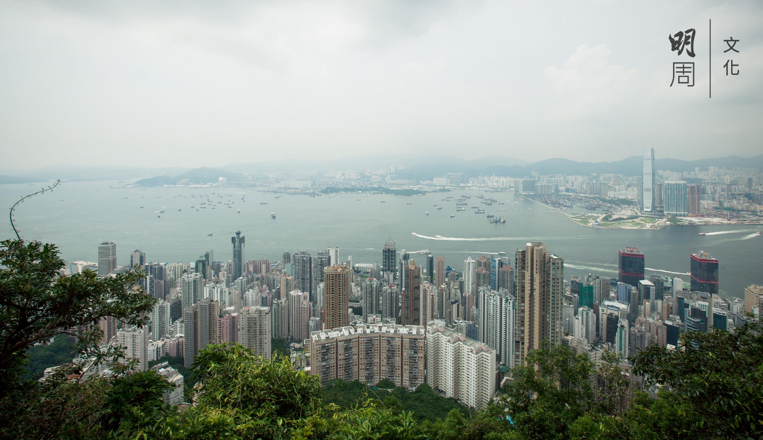 香港的天際線比其他國際城市還要長,共由7,000幢摩天大廈所組成。