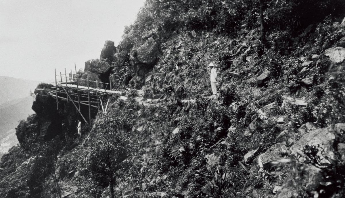 1913至1922年道路興建期間,香港的工程承辦商已是華人天下,更以潮州人最擅長鑿石開山。(圖片由受訪者提供)