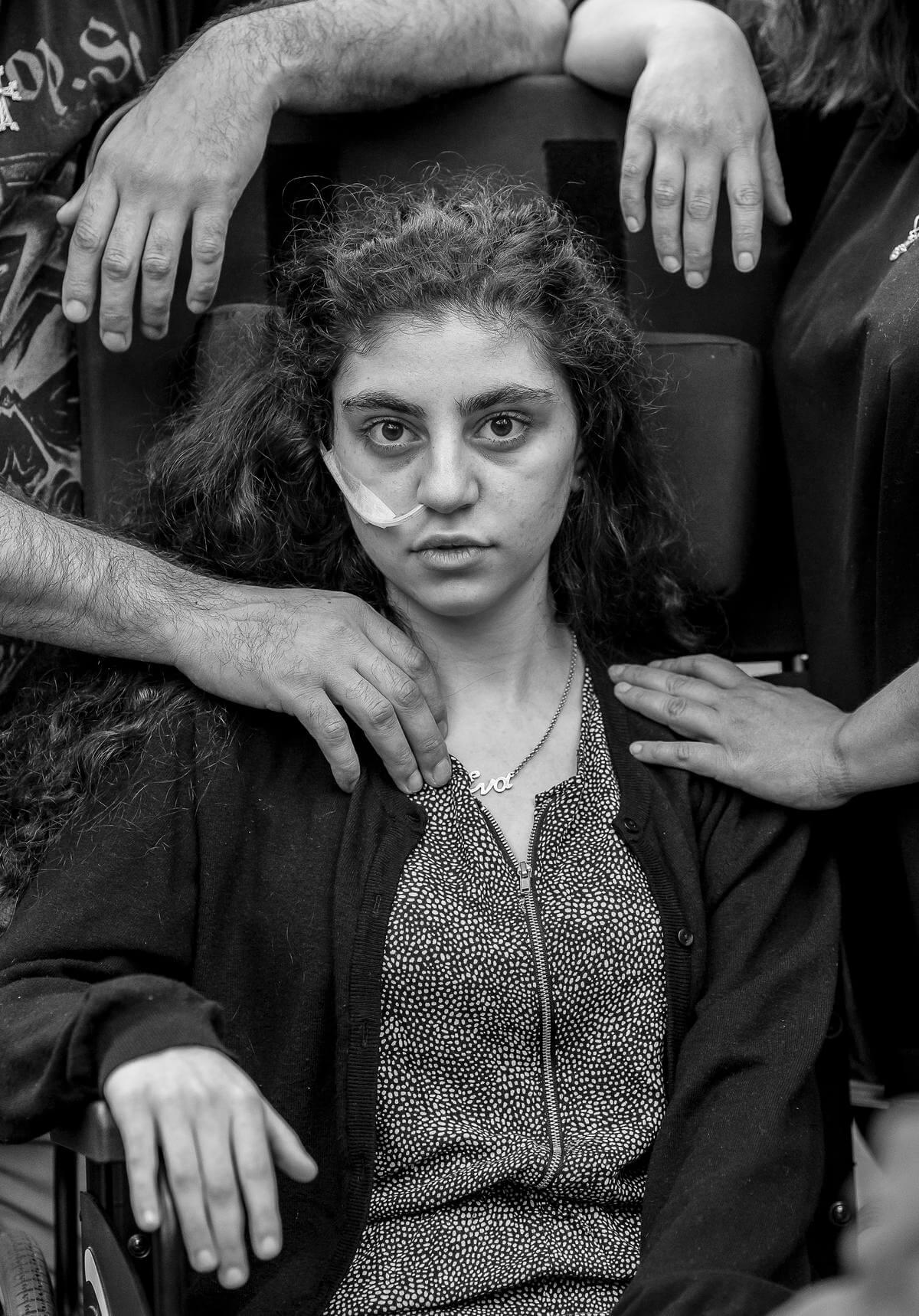 在波蘭難民接收中心,一位十五歲亞美尼亞少女從「放棄生存症候群」(Resignation Syndrome)的昏迷狀態中清醒過來。(攝影:Tomek Kaczor/選舉報)