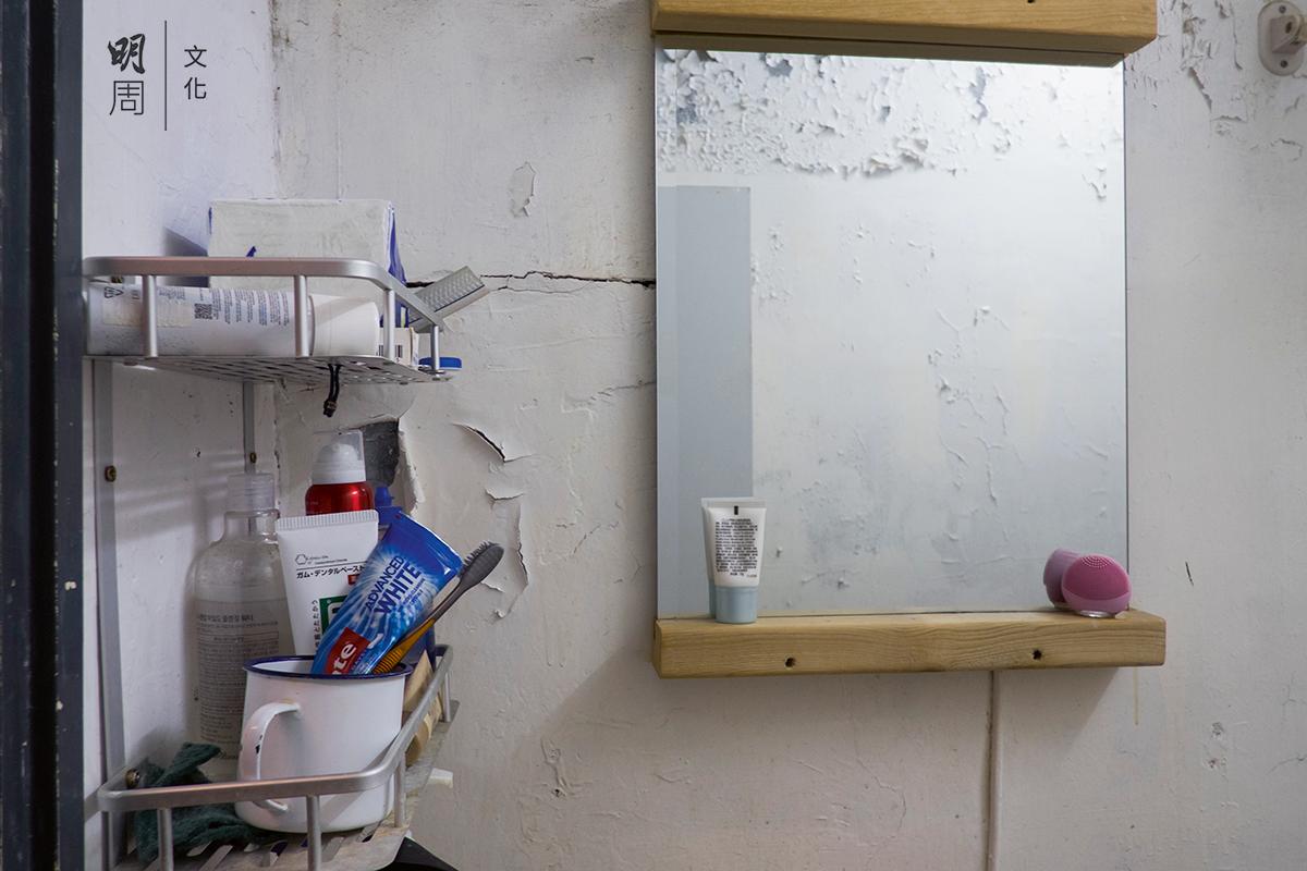 右邊粉紅色洗擦廁所的工具,也是Wind閒時用3D打印機親自打印出來的。