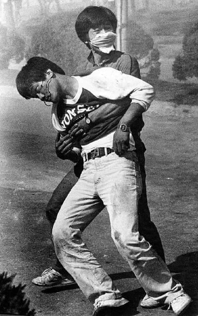 延世大學學生李韓烈(이한열),在1987年6月7日被催淚彈擊中,約一個月後不治身亡。