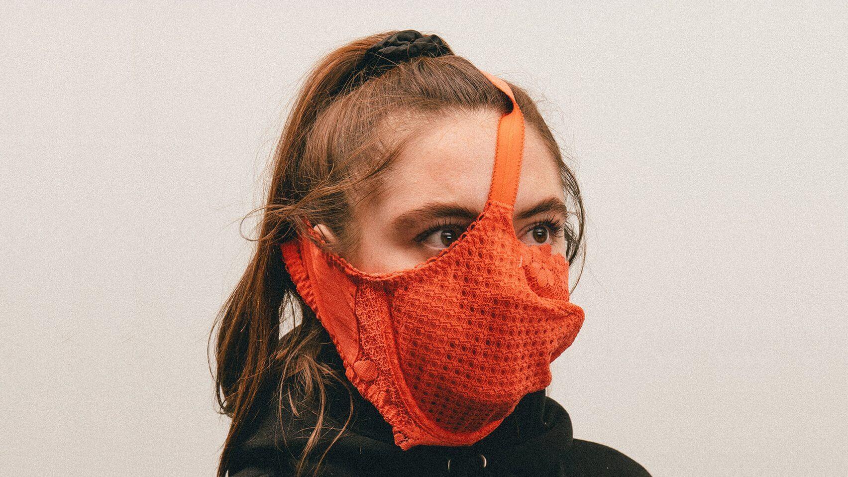 藝術家Max用不同日用品變成面罩,惹來不少網民反感。
