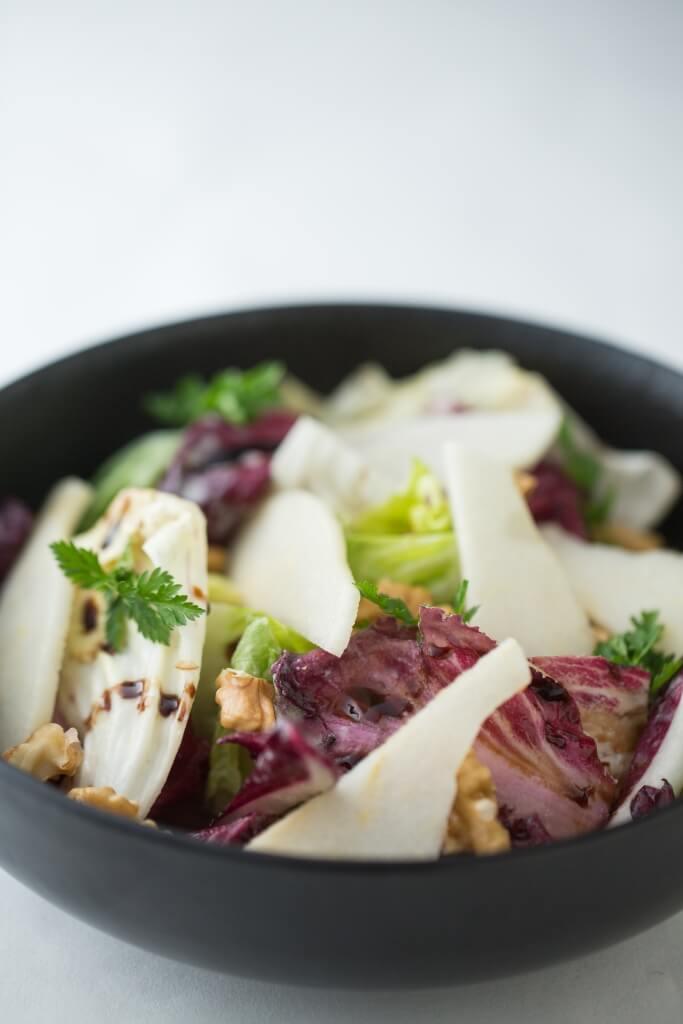 菊苣沙律──為緩和菊苣的苦味,Gianni特意加入水牛芝士、香梨、核桃、Gorgonzola芝士醬和香醋,帶有蘑菇香的芝士醬混合鮮甜的香梨和香醋,層次感十足。($798 / 6道菜)