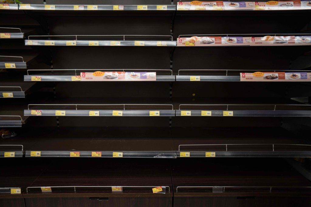 位於元朗的超市,貨架上全部售罄。