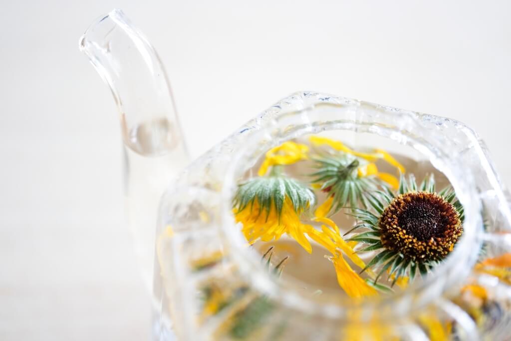 內服多以熱水焗茶,作用消炎、清熱,加蜜糖味道甜甜甘甘,味道更佳。