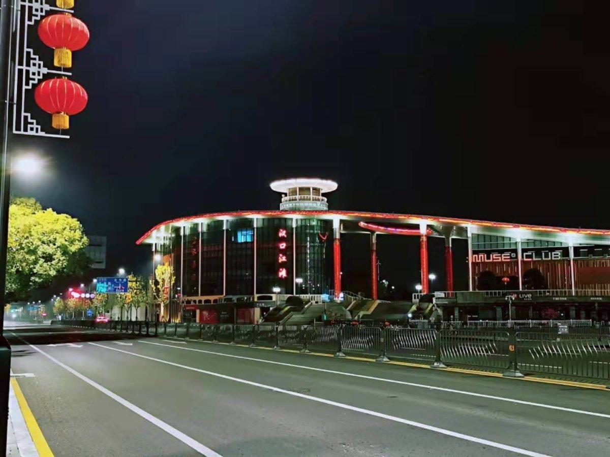 昔日的交通幹道武漢沿江大道,封城後空無一人。圖片由受訪者提供。